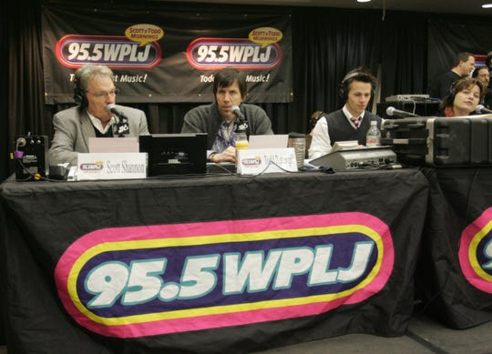 WPLJ's Scott Shannon and Todd Pettengill continued a holiday tradition with the airing of their annual Live Holiday Concert broadcast from Blythedale Children's Hospital on 95.5 WPLJ FM. This is their 2009 appearance.