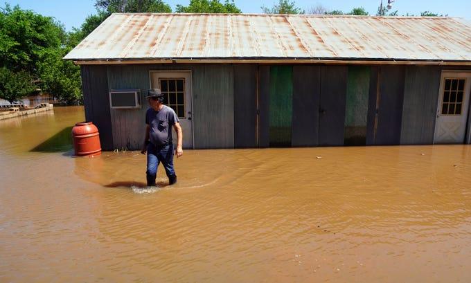 Floods Threaten Communities Along Rain-swollen Arkansas River