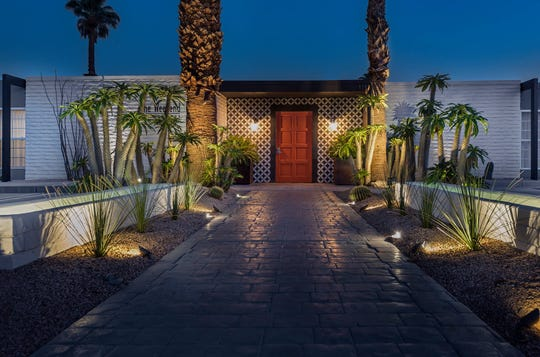 Palm Springs stays in the 80s at night, so the fun doesn't have to end at sunset. These warm summer temperatures turn up the heat on the night life.