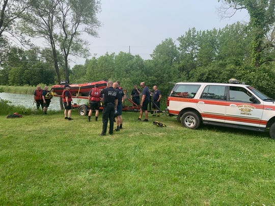 Law enforcement launch search for child who went underwater in an old quarry on Des Moines north side, June 1, 2019