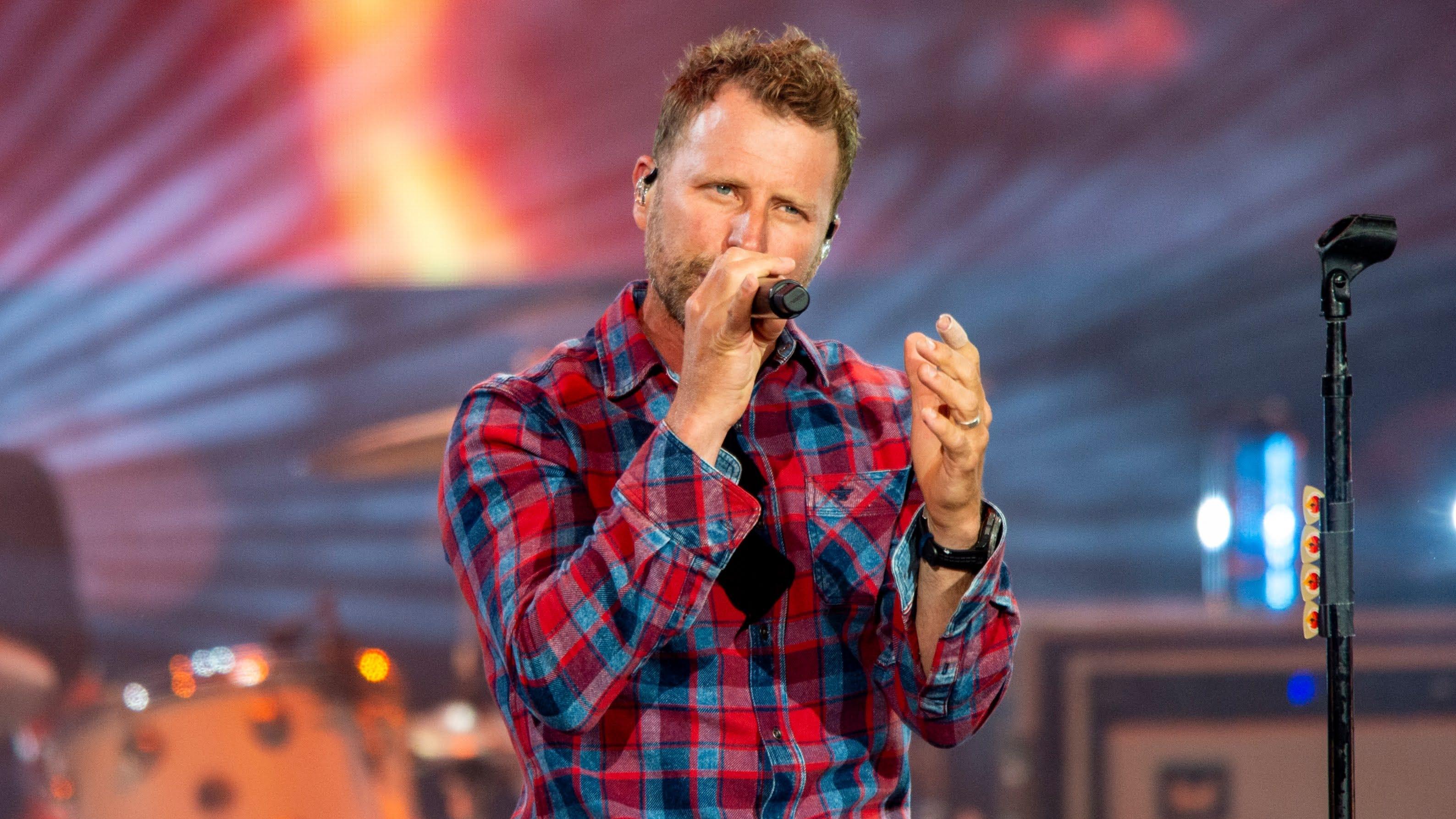 Burning Man Dierks Bentley Echoes U2 S Unforgettable Fire At Ruoff