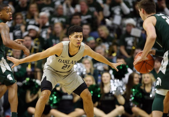 Oakland guard Jaevin Cumberland (21) defended against Michigan State guard Matt McQuaid (20) during the first half of a game at the Breslin Center on Dec. 21, 2018.
