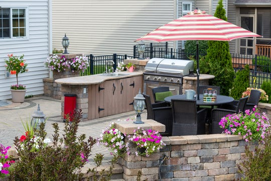 'Tis the season for outdoor kitchens.
