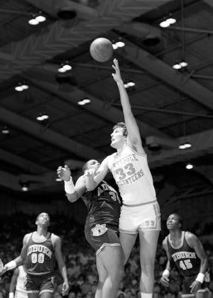 Former Tennessee center Dan Federmann shoots over Auburn's Charles Barkley.