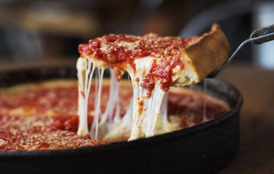 Lou Malnati's pizzeria is planning to expand into metro Milwaukee.