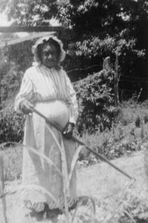 """Amy Chapman, then 94, pictured in 1937. """"I can tell you things about slavery times that would make your blood boil, but they's too terrible,"""" she told an interviewer. """"I just try to forget."""""""