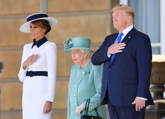 La pareja presidencial de EEUU, Melania y Donald Trump, junto a la Reina de Inglaterra Elizabeth II.
