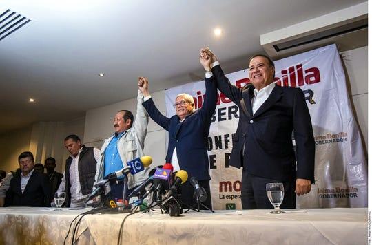 Bonilla (centro) destacó que, si los números lo confirman como Gobernador, eliminará algunas secretarías y prometió un gobierno del cambio.
