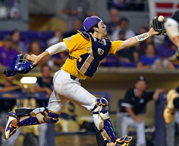 LSU catcher Saul Garza (13) makes the catch on a pop up bunt hit by Southern Mississippi's Cold Donaldson in the sixth inning of an NCAA college baseball regional game, Sunday, June 2, 2019, in Baton Rouge, La. (Hilary Scheinuk/The Advocate via AP)