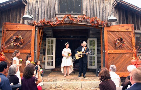Sophisticated Chicago-born TV anchor Demetria Kalodimos marries songwriter Verlon Thompson at Thompson's cabin in from Oct. 11,  2008 in  Fernvale, Tenn.