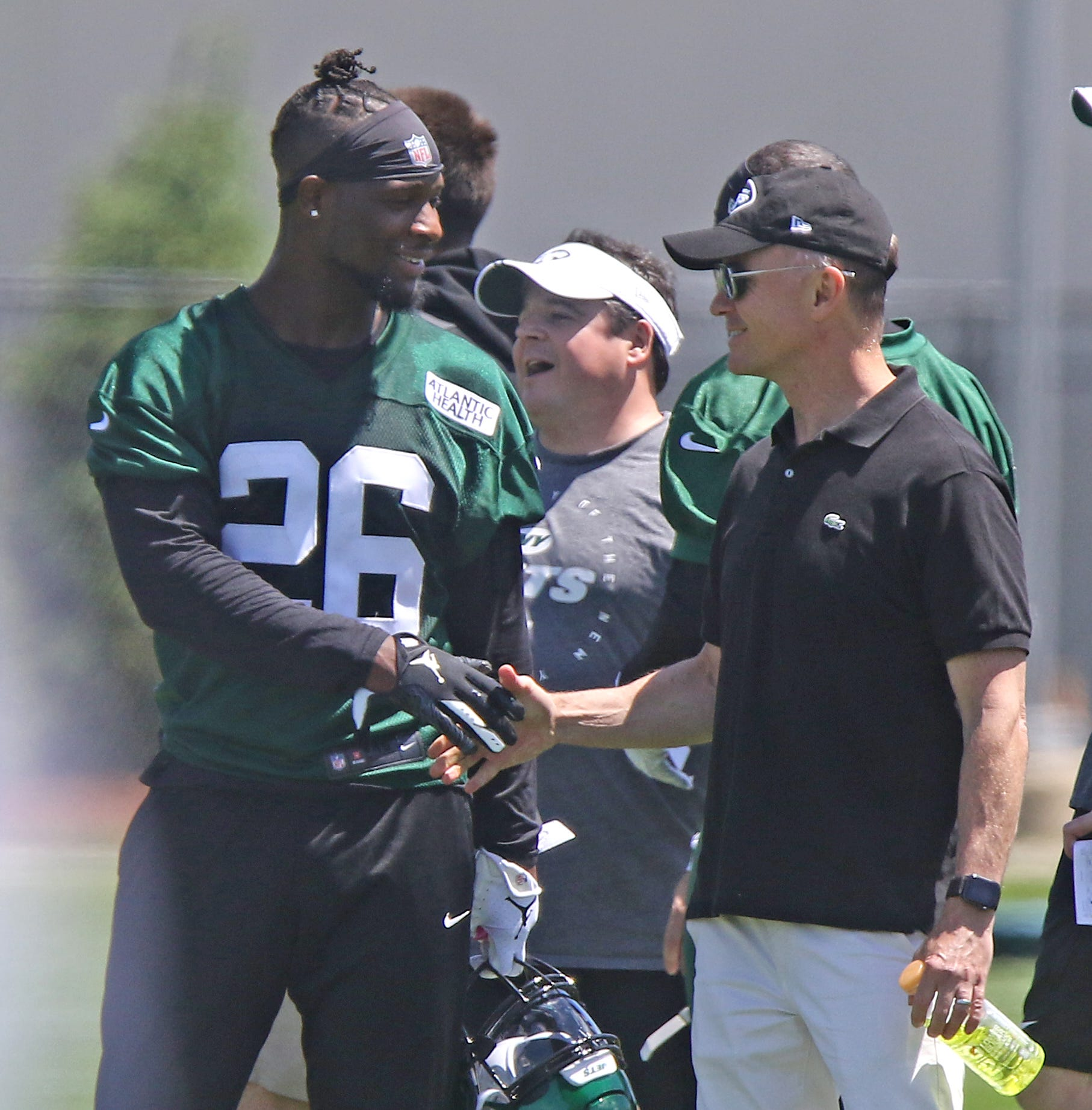 Le'Veon Bell eases into first practice with New York Jets