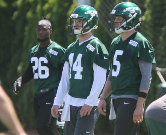 The newest Jet, Le'Veon Bell with quarterbacks Sam Darnold and Davis Webb at the New York Jets minicamp in Florham Park, NJ on June 4, 2019.