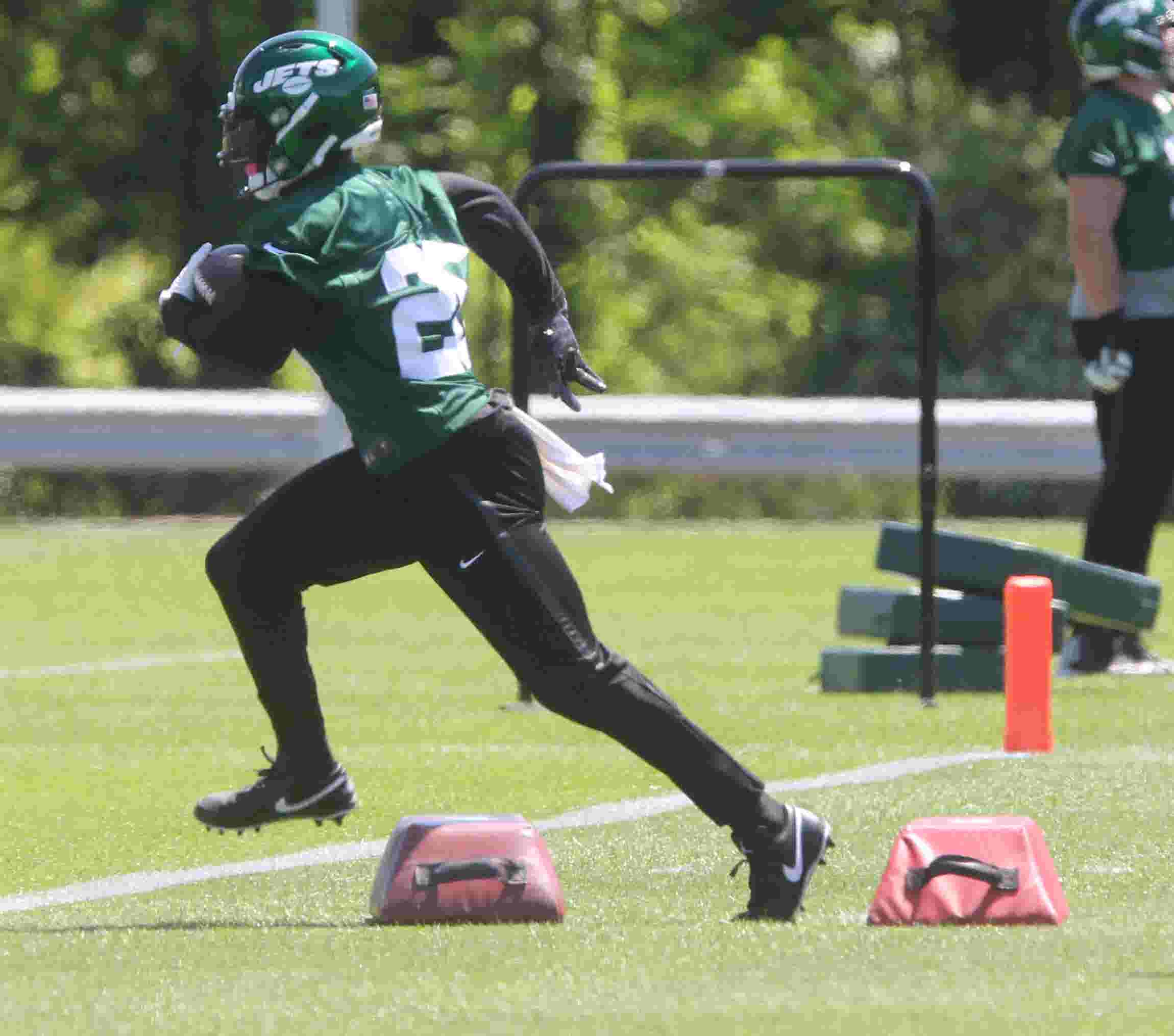 2e034408fca New York Jets: Le'Veon Bell makes debut at mandatory minicamp