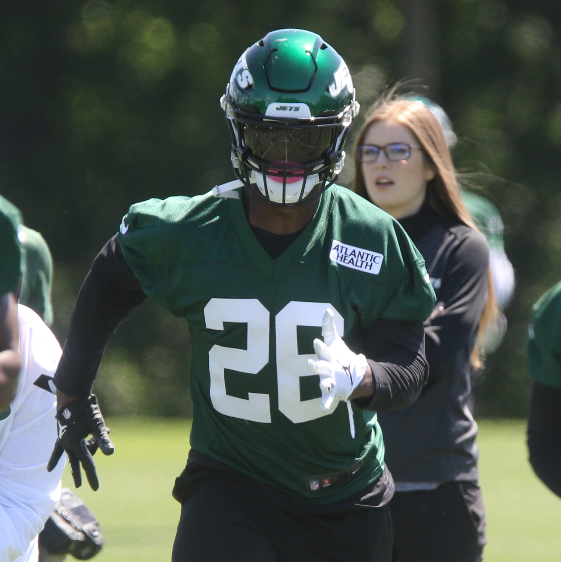 How Jets' Le'Veon Bell impressed coach Adam Gase during mandatory minicamp