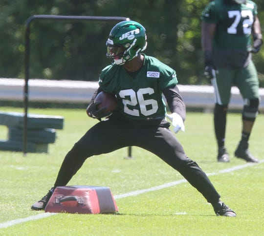 The newest Jet, Le'Veon Bell works through drills on his first day at the New York Jets minicamp in Florham Park, NJ on June 4, 2019.