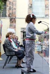 "La Jefa de Gobierno, Claudia Sheinbaum, presentó el modelo de ""uniforme neutro"""
