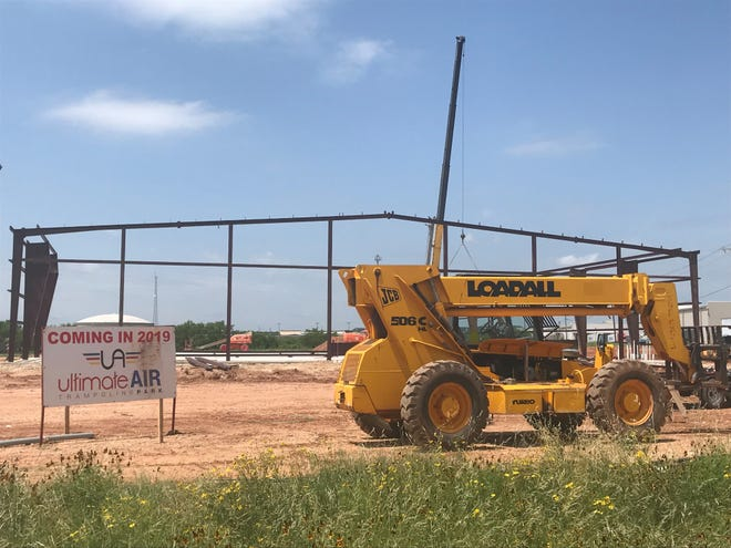 Ultimate Air location behind Lowe's near the Loop 306 Frontage Road sees construction progress.