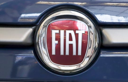 French carmaker Renault looks set to give its approval to Fiat Chrysler's merger offer.
