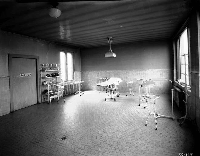 Operating room at Aston Park Hospital in 1927. Photo by Ewart M. Ball.