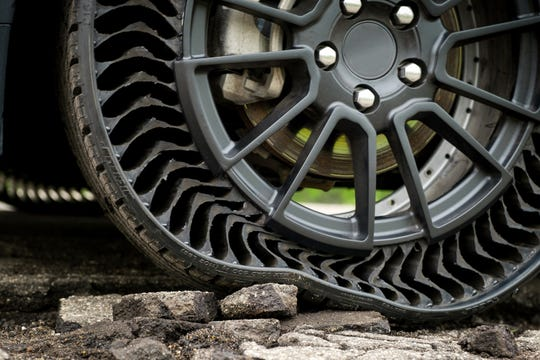GM intends to develop this airless wheel assembly with Michelin and aims to introduce it on passenger vehicles as early as 2024.