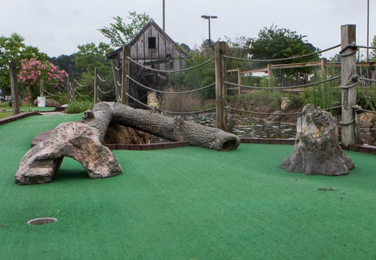 The new location of The BackYard Street Food & Pub will be off of Mane St. in West Monroe, La. on June 5 and will feature a mini-golf course once the course is resurfaced.  In addition to mini-golf, the location will feature an arcade and restaurant. Owner Mitch Bratton intends on opening the restaurant portion next week Friday.