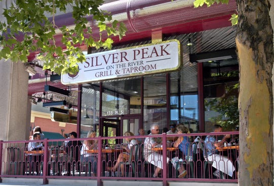 The Silver Peak on North Sierra and West First streets in downtown Reno, at lunchtime just after its opening in August 2004.
