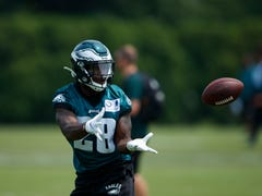 As Eagles add running backs, Wendell Smallwood welcomes his toughest challenge