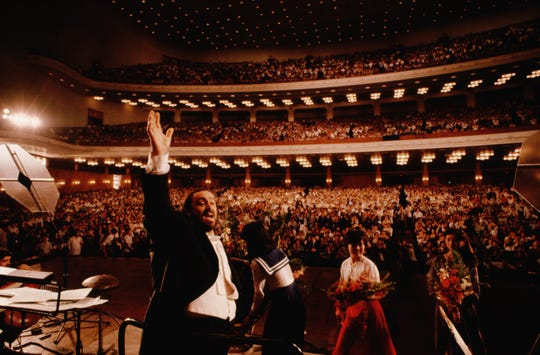Pavarotti performs at the People's Assembly in Peking, China, in 1986.