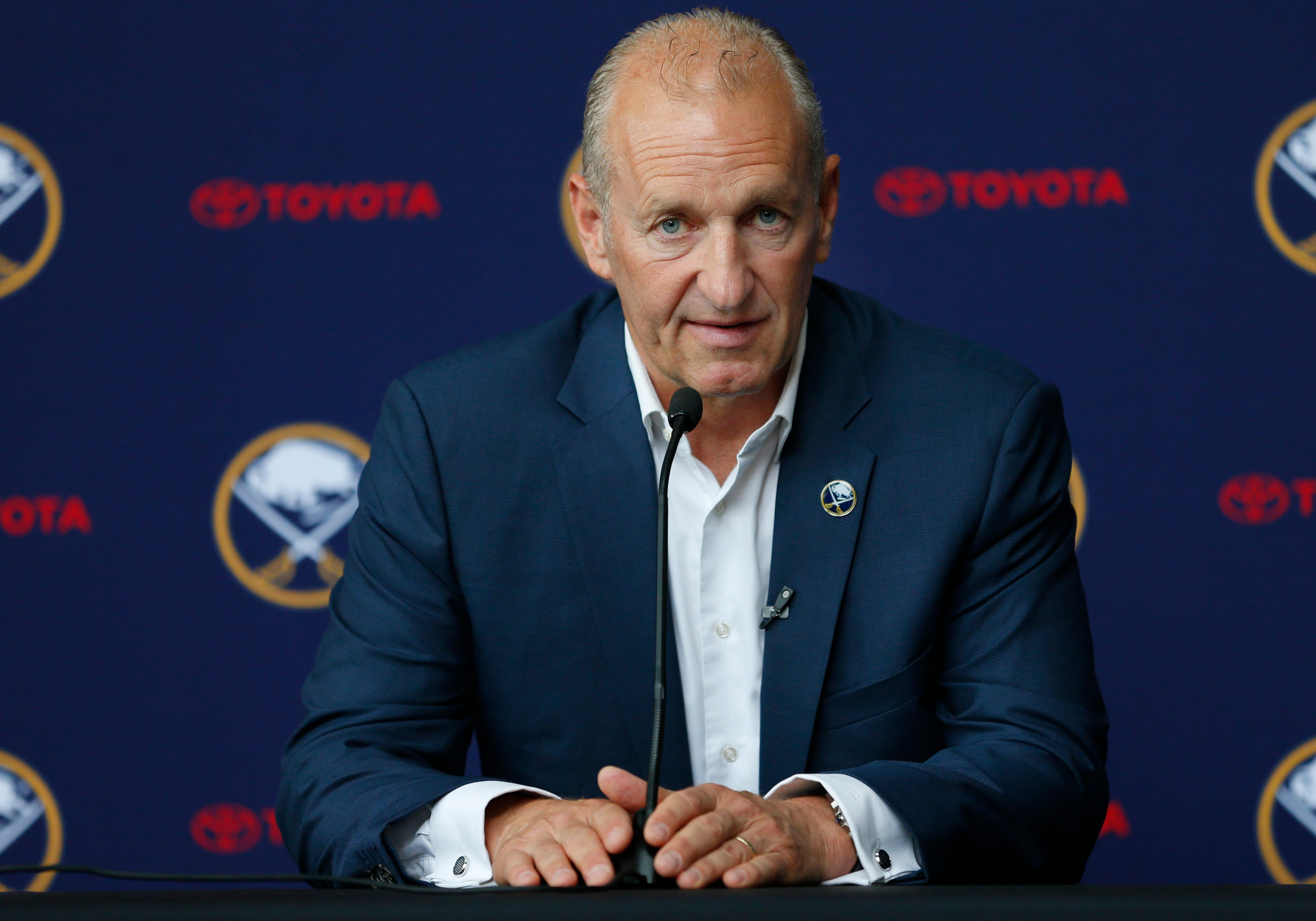 Jeff Skinner's contract status overshadows new Sabres coach Ralph Krueger's arrival