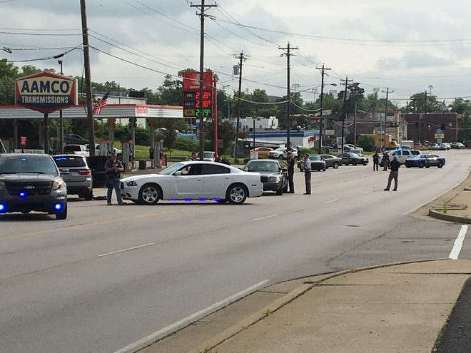 """Police are at an """"active situation"""" at Speedway off Dixie Highway in Erlanger"""