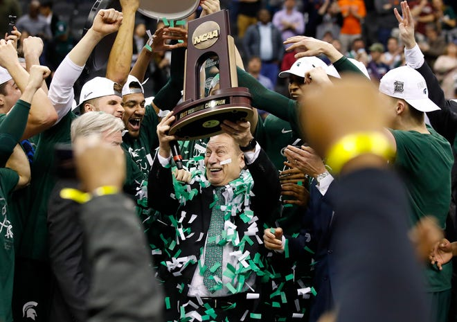Michigan State coach Tom Izzo holds up the NCAA East Regional championship trophy after defeating Duke on March 31, 2019.