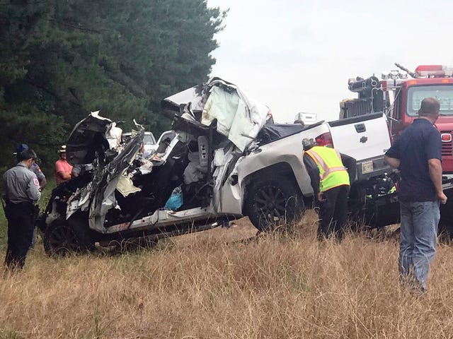2nd fatal wreck near site of 1 that killed 8 in Mississippi