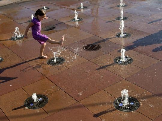 Water Tower Park en Gilbert es un gran lugar para obtener sus patadas mientras se empapa.