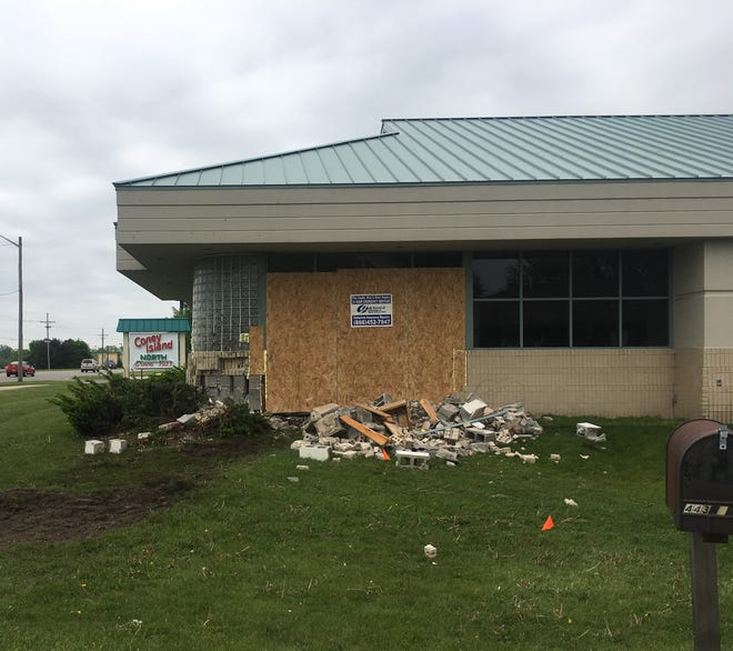 A Fort Gratiot man died after police said he lost control and crashed his vehicle into the Mama Vicki's in Fort Gratiot Wednesday night.