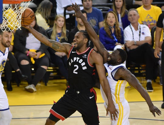 Game 3: Raptors forward Kawhi Leonard (2) drives to the bucket past Warriors defender Draymond Green (23) during the second half.