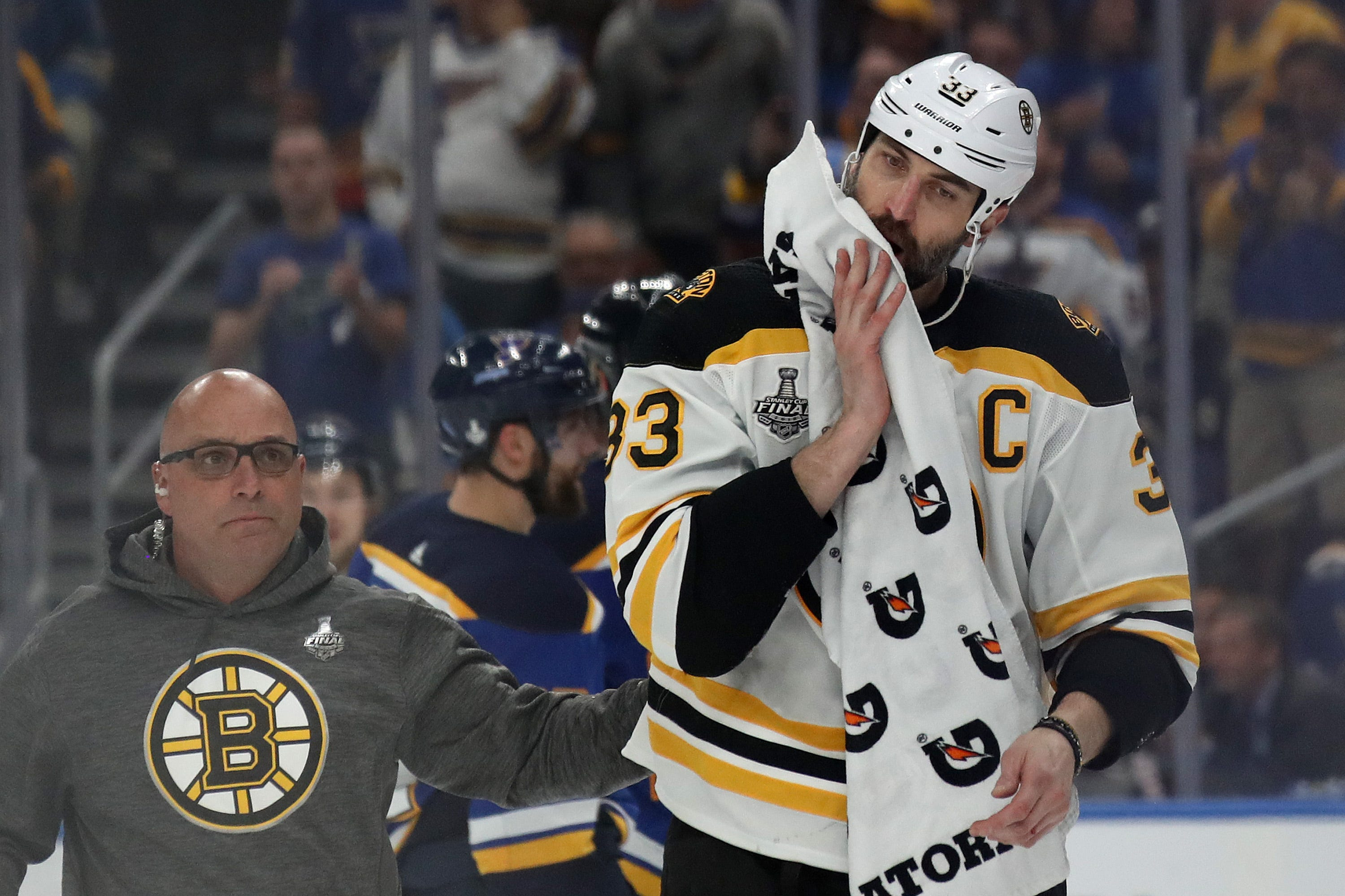 Bruins' Zdeno Chara joins tradition of playing through pain, starts Game 5 with jaw injury