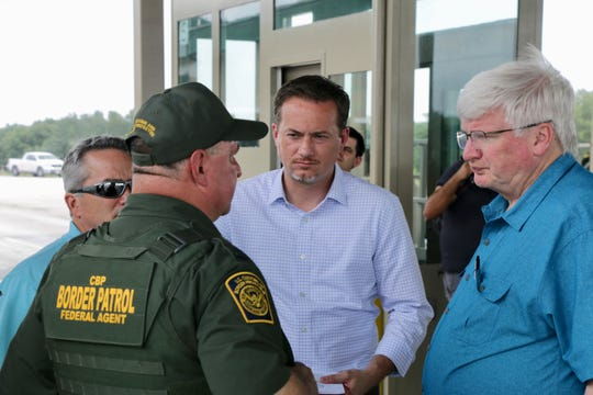 U.S. Rep Michael Cloud, R-Victoria, Rep. Jody Hice (left), R-Ga.,  and Rep. Glenn Grothman (right), R-Wis., speak with Thomas Slowinski, Agent In Charge at the Falfurrias Checkpoint.