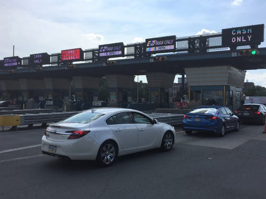 Motorists pay $5 tolls at the Benjamin Franklin Bridge in Camden on Thursday afternoon.