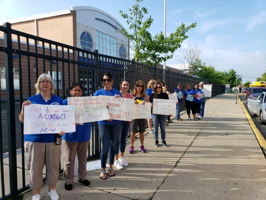 Perth Amboy teacher's rallied for a new contract