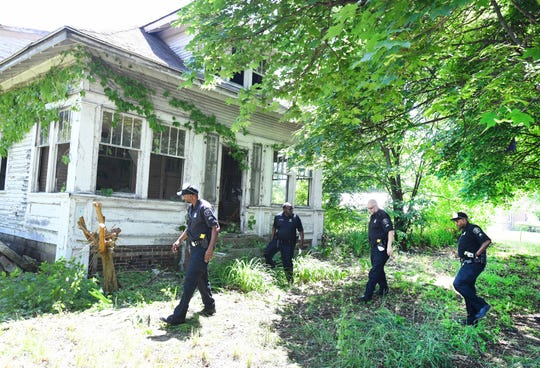 Detroit Police officers search abandoned houses  Friday, including this one at 17862 Saint Louis in Detroit, in search of additional victims of a serial killer.