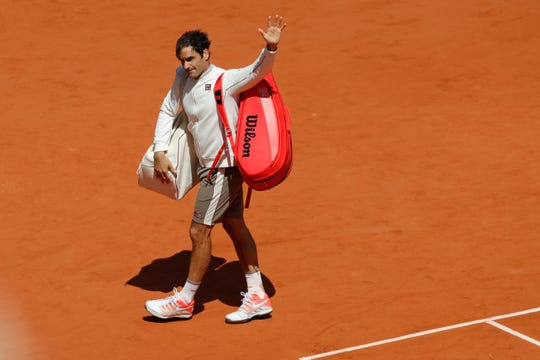 Roger Federer waves goodbye after losing his semifinal match.
