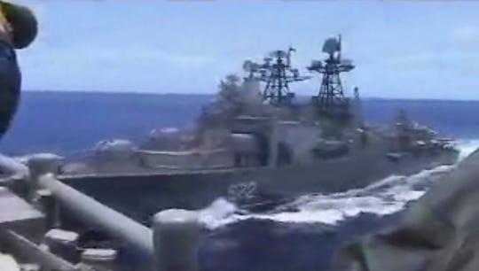 Imagen proporcionada por la Fuerza Naval de Estados Unidos en la que puede observarse el buque de guerra USS Chancellorsville.
