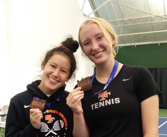Alyssa Khieu (left) and Aneisa Fink, Silverton High School.