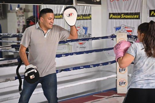 Aunque han pasado años desde que subió al cuadrilátero como profesional, Celaya disfruta subir nuevamente para ayudar a algunos chicos a entrenar en Rock Boxing.