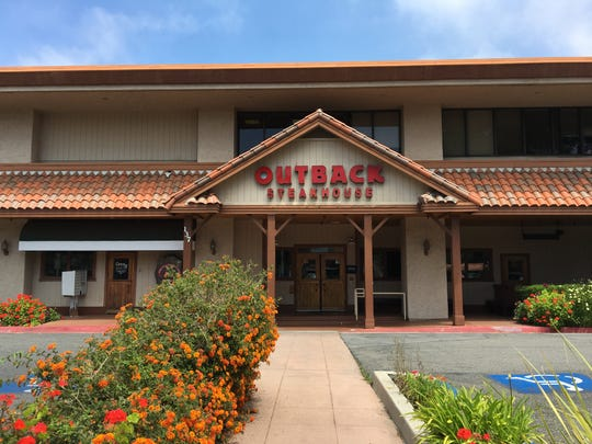 Outback Steakhouse at 137 E. Thousand Oaks Blvd. in Thousand Oaks is slated to close on June 24, according to employees of the 22-year-old restaurant.