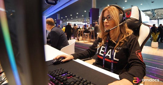 QueeNiki, an Israel-based professional video game player and streamer on Twitch.