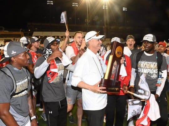 Texas Tech coach Wes Kittley and his players celebrate the Red Raiders' national title Friday night in Austin.