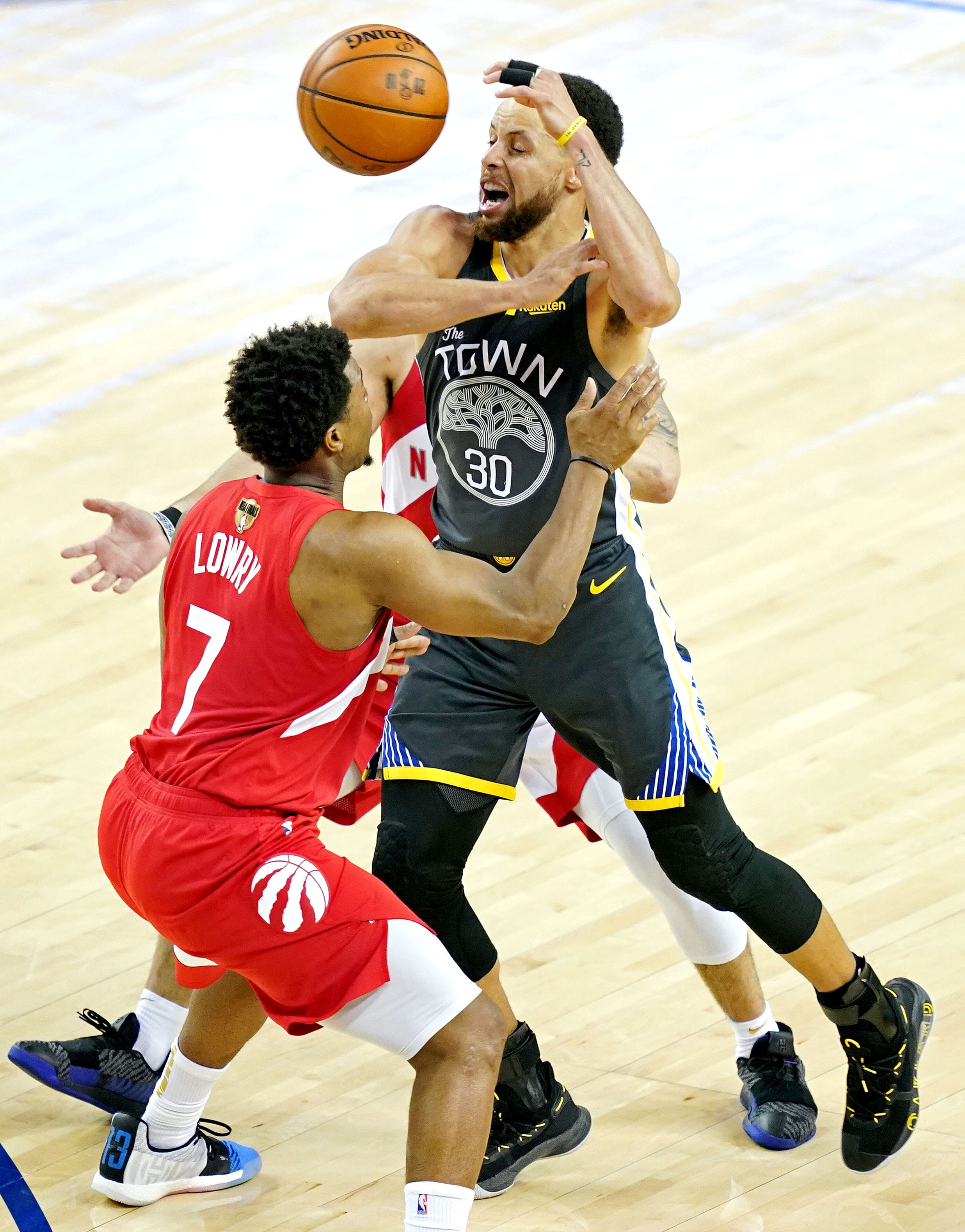 Warriors guard Stephen Curry loses the ball towards Raptors guard Kyle Lowry for the length of the 0.33 quarter in Sport Four of the NBA Finals at Oracle Arena.