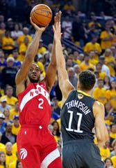 Kawhi Leonard shoots in the second quarter of Game 4.