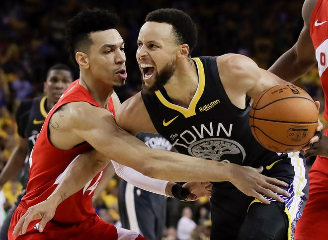 Golden State Warriors guard Stephen Curry, right, is defended by Toronto Raptors guard Danny Green during the second half of Game 4.